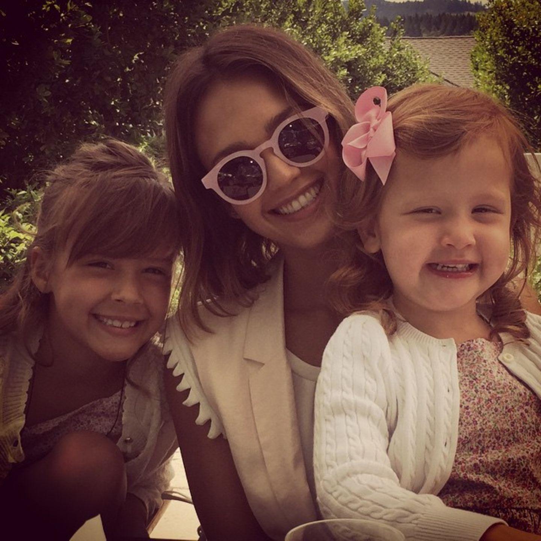 10. mai 2015  Am Muttertag verbringt Mama Jessica die Zeit mit ihren Töchtern.