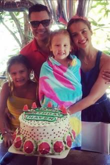 13. August 2016  Jessica Alba und Cash Warren feiern den fünften Geburtstag ihrer Tochter Haven. Natürlich gibt's auch eine große Torte zum Ehrentag.
