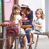 20. März 2015  Jessica Alba gönnt sich mit Honor und Haven etwas Süßes in einem Eiscafé in Beverly Hills.