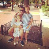 Jessica Albas Mann Cash Warren posiert für ein Vatertagsfoto mit seinen Töchtern Haven und Honor.