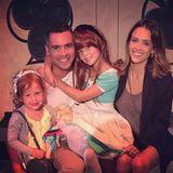 12. Juli 2015  Cash Warren und Jessica Alba sind stolz auf Honor, die in ihrem ersten Schultheaterstück mitgespielt hat. Auch Haven drückt ihrer großen Schwester die Daumen,