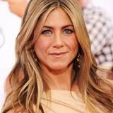 Jennifer Aniston weiß mit ihren 41 Jahren, wie sie sich jung hält.