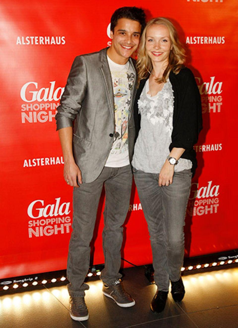 Kostja Ullmann und Janin Reinhardt können es gar nicht erwarten das Alsterhaus zu stürmen.