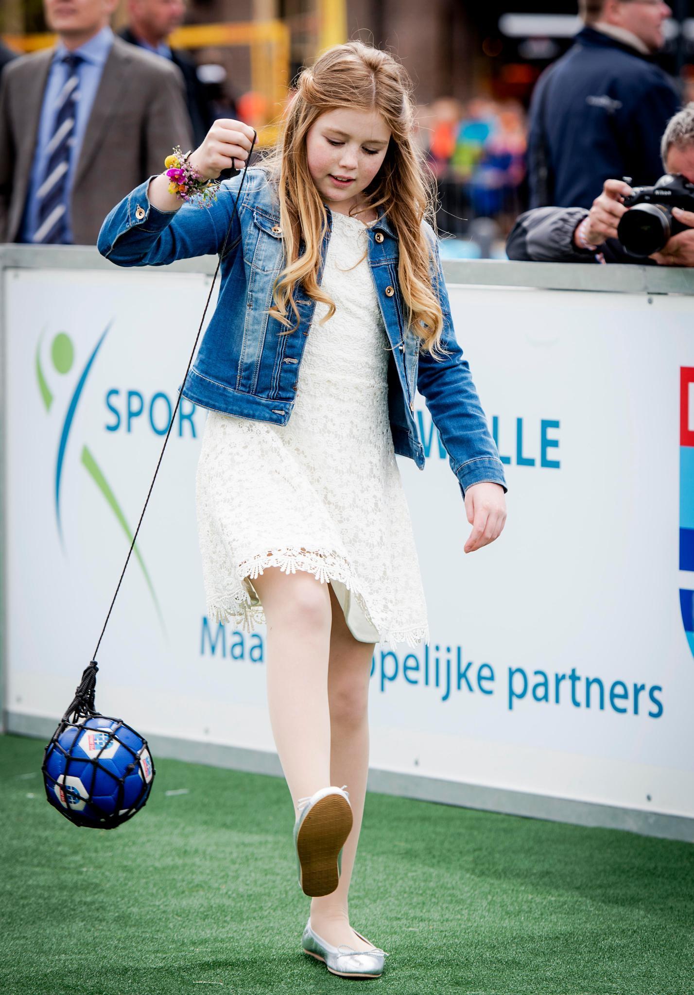 Prinzessin Alexia zeigt sich von ihrer sportlichen Seite. Ihr Skiunfall scheint vergessen zu sein.