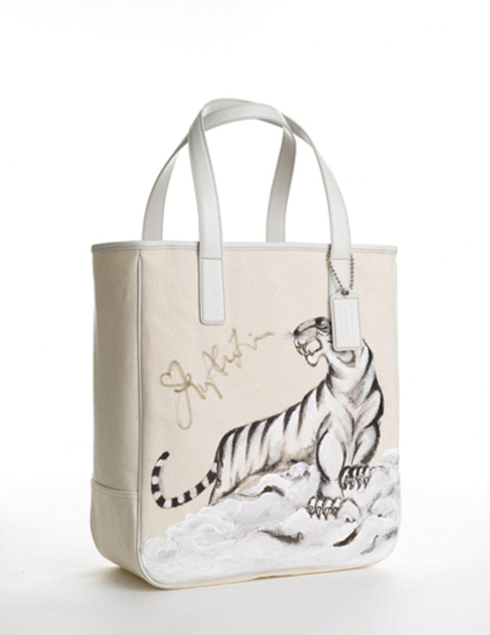 Coach bag: Lucy Liu