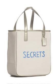 Coach bag: Michelle Williams