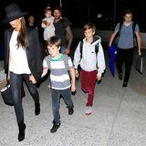 23. Mai 2014  Mit Sack und Pack und der ganzen Familie kommen die Beckhams am Flughafen in Los Angeles an.