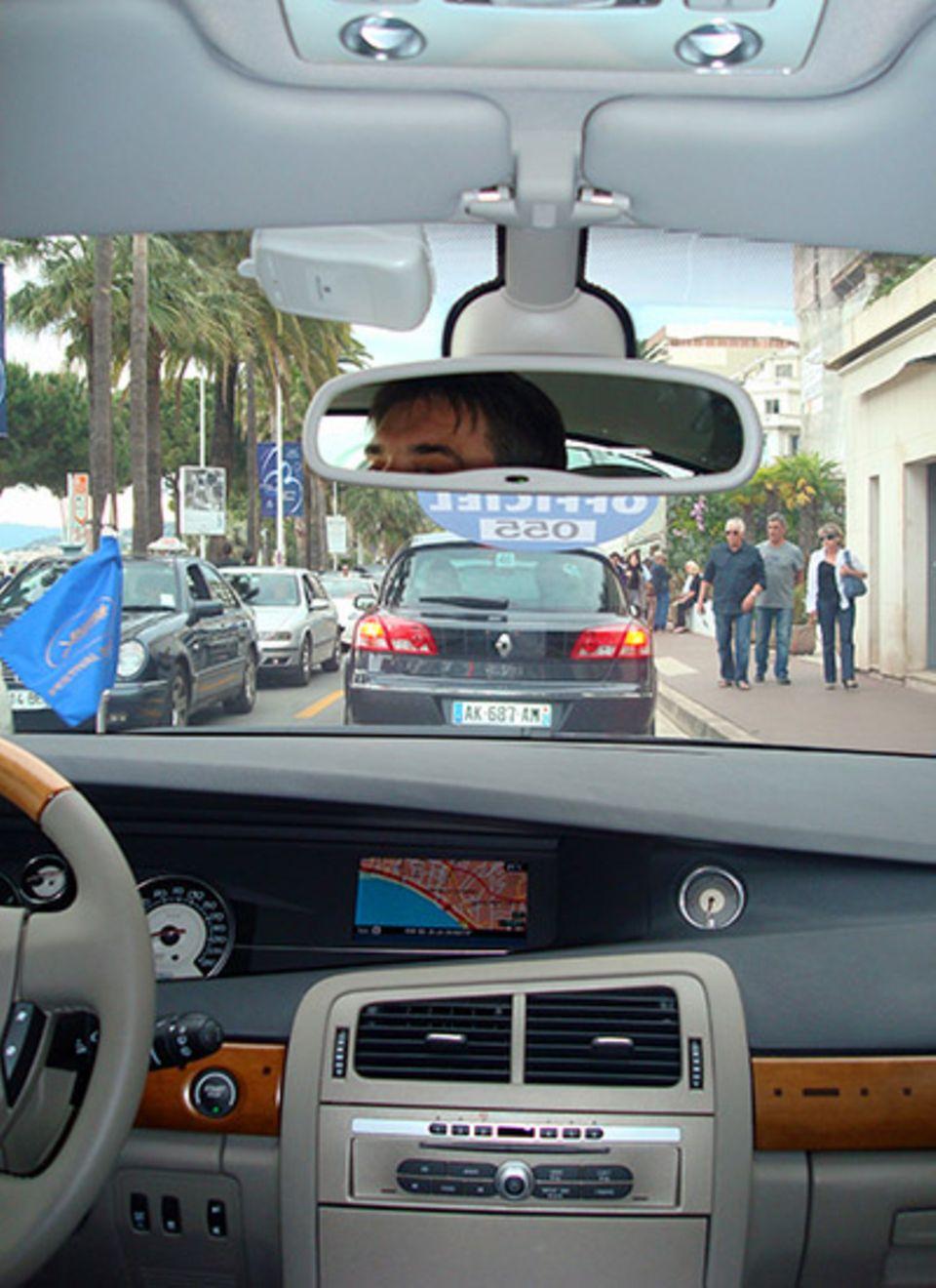 18.30 Uhr: Im Schlepptau von Evangeline Lilly auf dem Weg zum Filmpalast. Sie hat ihre beste Freundin dabei.
