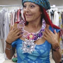 Kostümdesignerin Patricia Field gelang es, Fashion-Ikone Carrie noch glamouröser, gewagter, verspielter und schräger auszustaffi