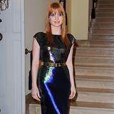 """Blau, Grün, Silber und Gold: Jessica Chastains glänzender Pfauen-Look passt großartig zu ihren roten Haaren. Das """"Cassandra""""-Kleid aus Lamé-Stoff stammt aus der Herbstkollektion 2014 von Mary Katrantzou."""