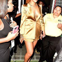 Glamourös in Gold: In solch stylischen Outfits kann man Rihanna wiederum auch bewundern.