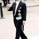 Kronprinz Naruhito von Japan gutgelaunt auf dem Weg zur Hochzeitszeremonie.