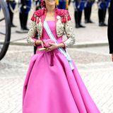 Prinzessin Elena von Spanien präsentiert sich in leuchtendem Pink.