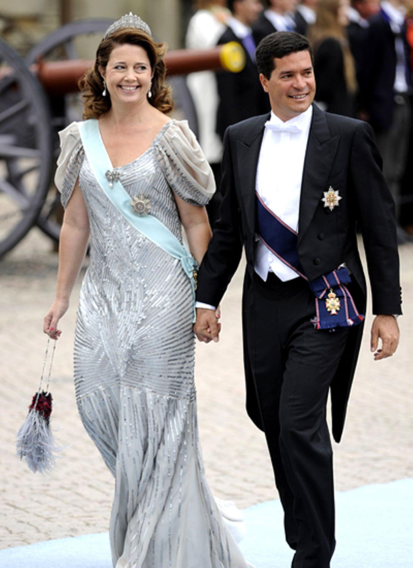 Prinzessin Alexia von Griechenland erscheint Hand in Hand mit ihrem Ehemann Carlos Morales Quintana.