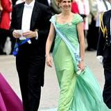 In einem wunderschönen grünen Kleid macht sich Prinzessin Cristina mit ihrem Inaki auf den Weg zur Kirche.