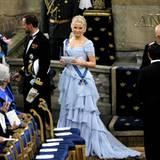 Kronprinz Haakon und Mette-Marit suchen sich in der Kirche ihren Platz.