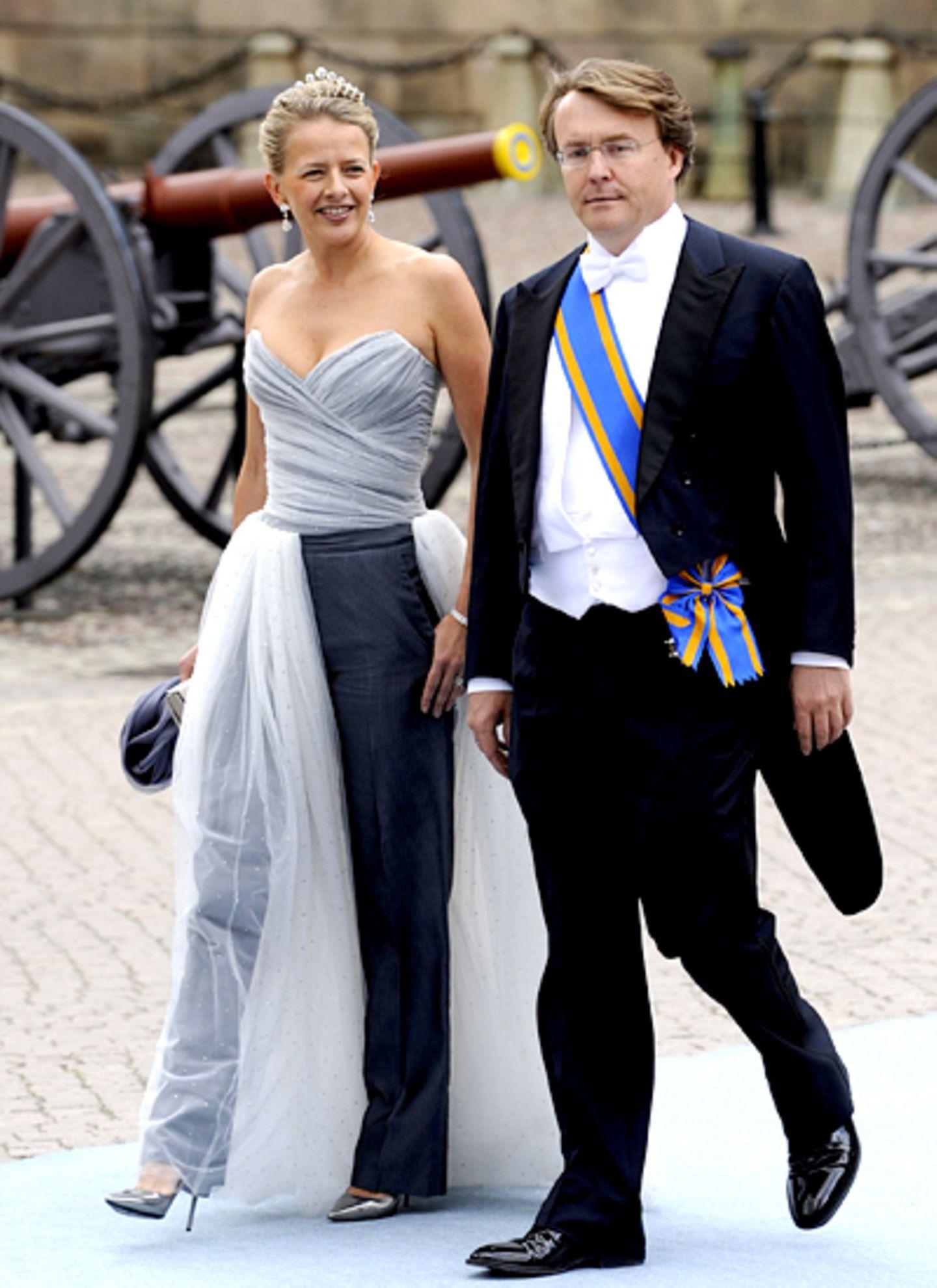Prinzessin Mabel macht sich mit Ehemann Prinz Johan Friso auf zur Kirche.