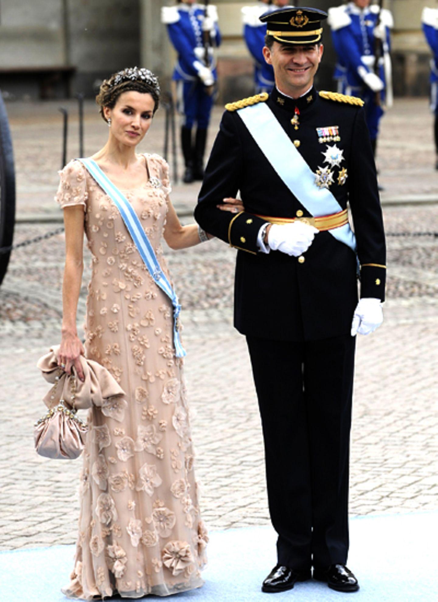 Prinzessin Letizia meistert den Weg gemeinsam mit ihrem Mann, Prinz Felipe von Spanien.