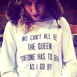 Madonna ist so selbstlos und damit hält sie sich auch nicht zurück. Sie ist nunmal Queen of Pop und jemand muss sich ja beugen und diese lästige Pflicht erfüllen.