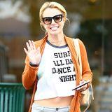 """Ausgeglichen wie lange nicht mehr, verrät Britney Spears ihr neues Motto: """"Surf All Day Dance All Night""""."""