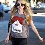 "Emma Roberts wünscht sich auf ihrem T-Shirt ""more Boys""."
