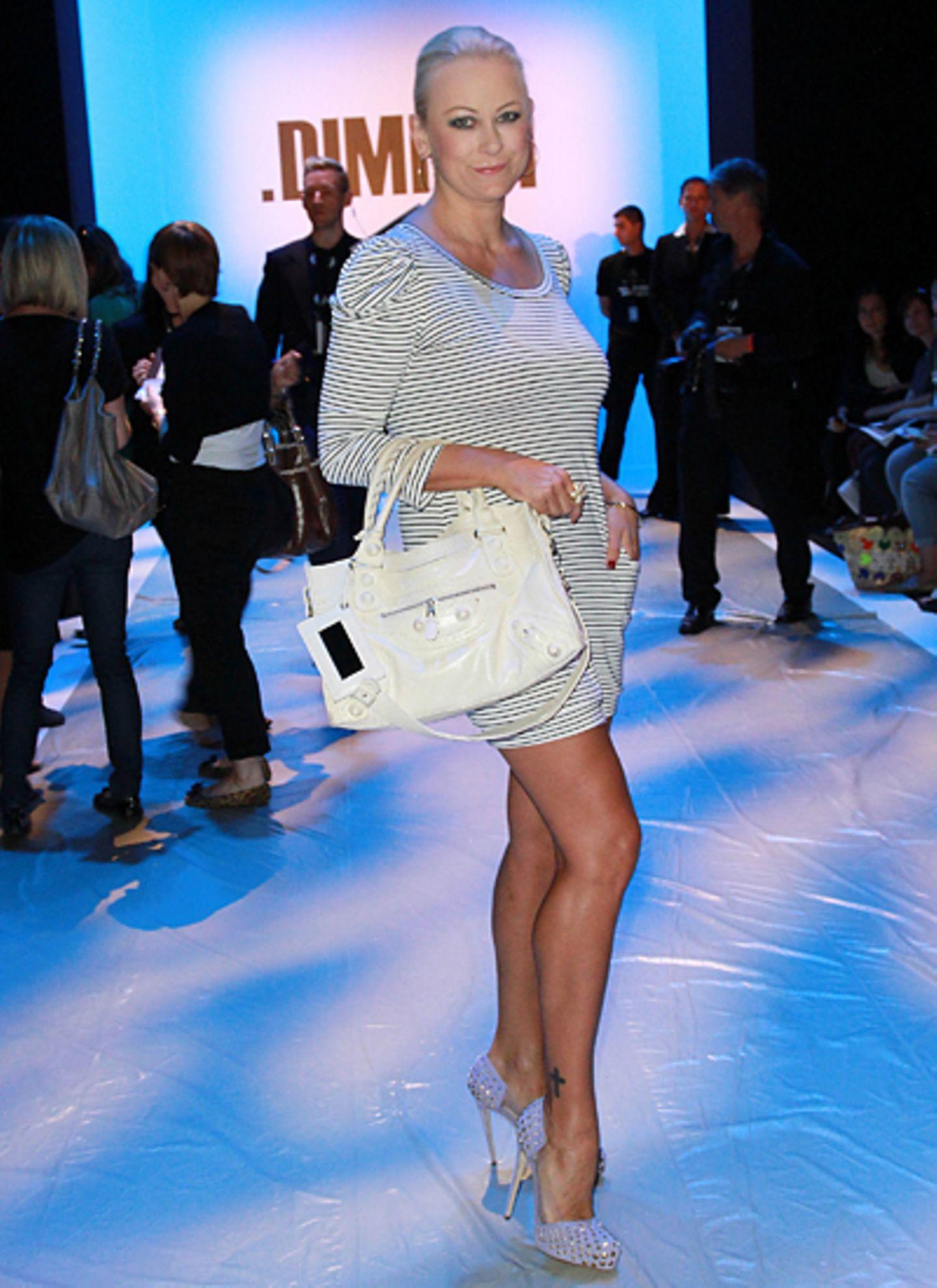 Fashion Week Berlin: Jenny Elvers-Elbertzhagen sieht sich die Show von Dimitri an.