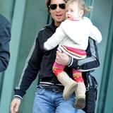 17. November 2009: Keith Urban trägt seine kleine Tochter auf dem Arm. Wie die Großen trägt auch Sunday Rose schon die angesagte