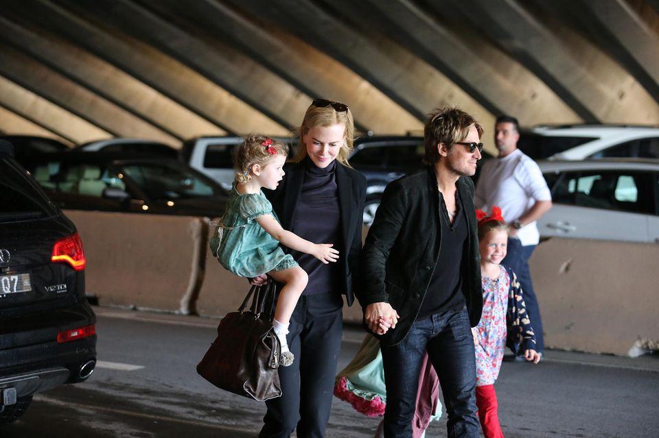 12. Mai 2015  Nicole Kidman und Keith Urban sind mit ihren Töchtern Sunday und Faith auf dem Weg zur Oper in Sydney.