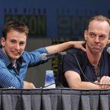 """Chris Evans und Matrix-Bösewicht Hugo Weaving stellen gemeinsam ihr neues Projekt """"Captain America: The First Avenger"""" vor."""