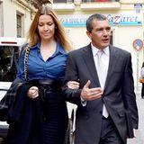 Eigentlich ist der Untersshied nicht so drastisch, doch wenn seine Freundin Nicole Kimpel hohe Schuhe trägt, wirkt sie neben Schauspieler Antonio Banderas riesig.