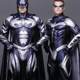 """George Clooney und Chris O'Donnell spielen 1997 das Duo """"Bartman und Robin"""". Auf die Frage einer Reporterin ob George Clooney ei"""