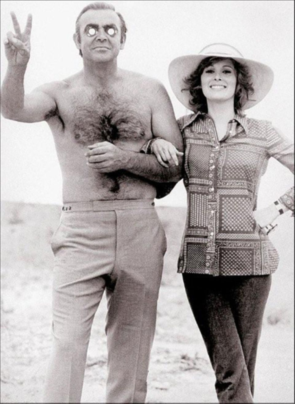 "Späße in der Drehpause von ""James Bond 007 - Diamantenfieber"": Sean Connery und Jill St. John."