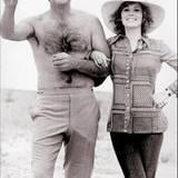 """Späße in der Drehpause von """"James Bond 007 - Diamantenfieber"""": Sean Connery und Jill St. John."""