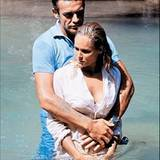 "Sean Connery mit Co-Star Ursula Andress in ""Dr. No""."