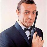 """In klassischer Bond-Pose. """"Liebesgrüße aus Moskau"""" (1963) war Connerys zweiter Bond-Film."""