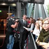 Salt Premiere Berlin: Moderator Steven Gätjen hält die Fans bei Laune ...Doch dann heißt: Fertig machen!  Der große Auftritt von