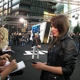 """Salt Premiere Berlin: """"GNTM""""-Anni überrascht mit einer neuen Haarfarbe ...  ... und witzelte: """"Ich hatte schon Angst, dass mich"""