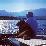 Designer Roberto Cavalli macht mit seinem Hund Lupo Urlaub auf einer Yacht und fährt mit ihm von Italien nach Griechenland.