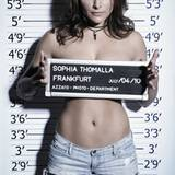 Ganz und gar nicht schüchtern präsentiert sich Sophia Tomalla.