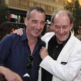 Hajo von Stetten und Michael Mendl amüsieren sich schon vor der Verleihung ganz königlich.