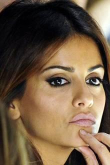 rasige Schönheit: Monica Cruz setzt ihre augen mit etwas NHudefarbenem Lidschatten und viel Kajal in Szene.