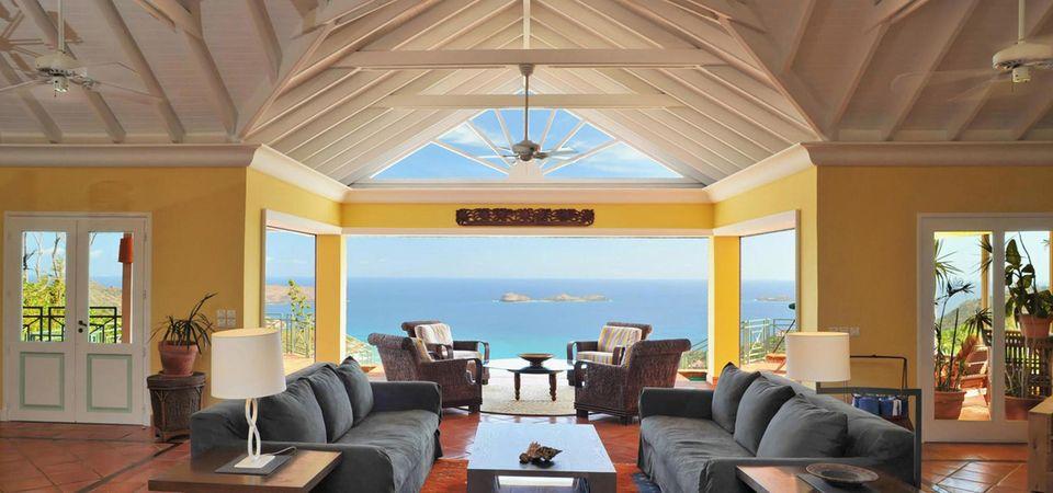Steve Martin  Das Anwesen bietet aus jedem der vier Schlafzimmer sowie aus den Wohnbereichen einen weiten Blick auf die St. Jean Bay.