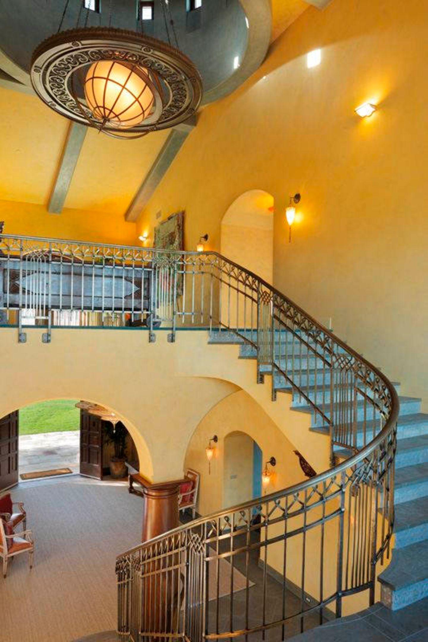 Robin Williams  Gebaut ist die Villa samt Nebengebäuden aus portugisischem Sandstein. Bleibt zu hoffen, dass bald ein Käufer gefunden wird!
