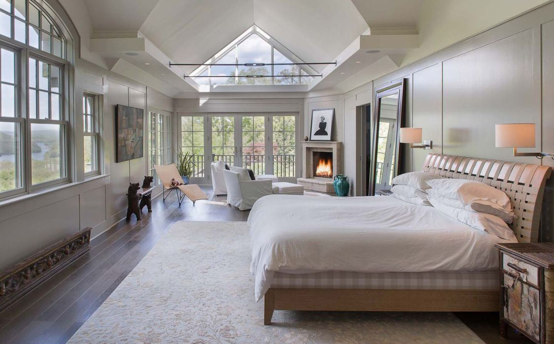 Bruce Willis und Emma Heming  Das Haupthaus hat 5 Schlafzimmer und 5 Badezimmer und steht an einem der höchsten Punkte des Hudson-Hochlandes. Man hat einen hervorragenden Blick über den Fluss.