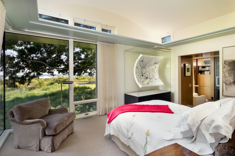Familie Obama   Die Obamas lieben die Verbindung zwischen Natur und Architektur. Das Schlafzimmer vermittelt einem das Gefühl mit einem Fuß im Freien zu sein.