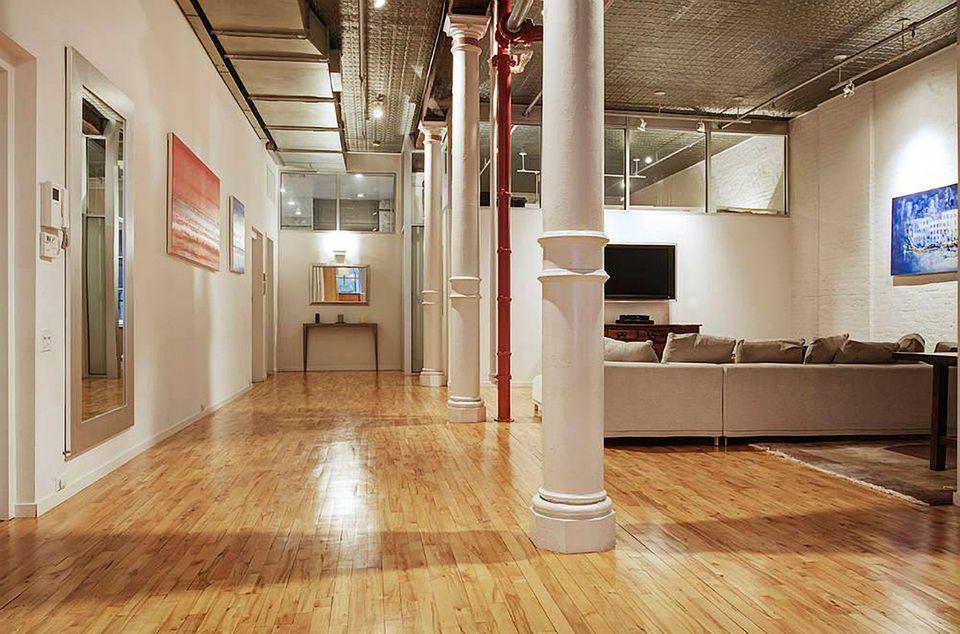 Adam Levine und Behati Prinsloo  Der Musiker und das Model haben sich für knapp 3,4 Millionen Euro ein 250 Quadratmeter großes Appartment in Manhattan gekauft.