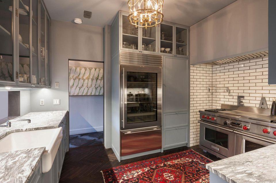 Schauspieler Tom Hiddleston wird ab jetzt wohl in dieser Küche von Taylor Swift bekocht.