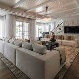 Da Celion Dion dieses Haus immer mit ihrem verstorbenen Mann René Angélil verbindet und die meiste Zeit in ihrem Wohnsitz in Las Vegas verbringt, möchte sie das Anwesen schnellstmöglich loswerden.