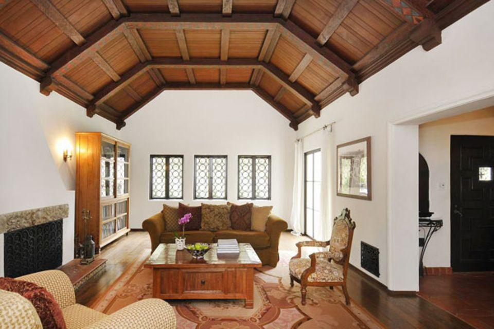 Das kommt Frances Bean Cobain spanisch vor: Hohe Holzdecken und Terrakotta-Fliesen machen den Flair ihres Hauses aus.