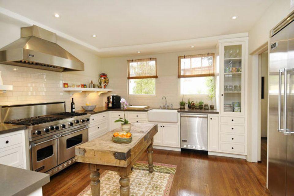 Ob Frances Bean Cobain in ihrer neuen Küche selber kocht?! Neben diesem Prachtexemplar liegen das Frühstückszimmer und ein Ferns